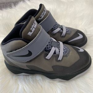 Gray Nike Toddler shoes with velcro